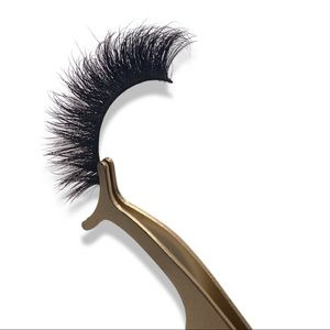 """✨Luxe lashes in the style """"Buzzed"""" ✨"""